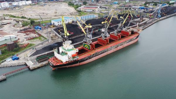 «Малый порт» достиг абсолютного рекорда по отгрузке угля на судно за всю историю