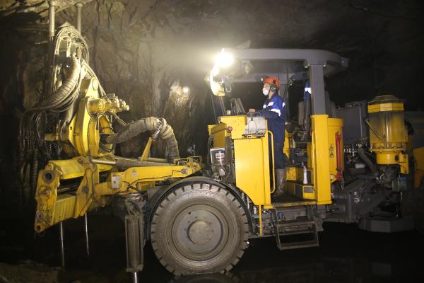 На подземный рудник Гайского ГОКа поступили новые самоходные машины