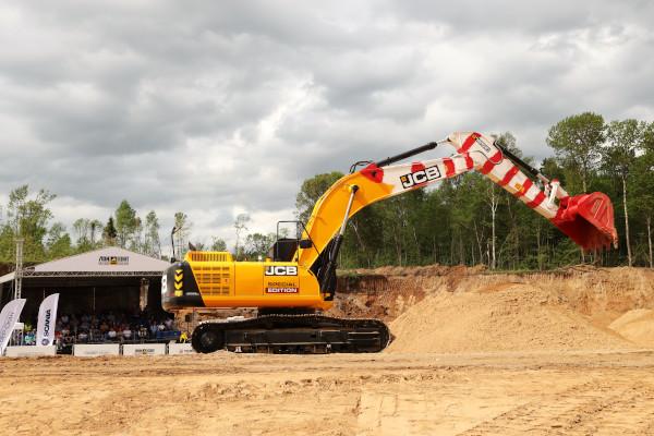 Дорожно-строительные машины JCB на Дне карьерной техники